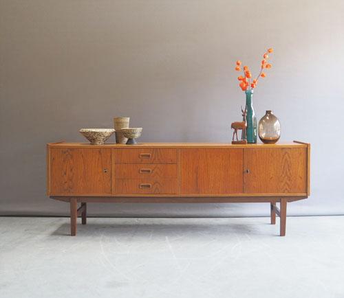 Laag lang Deens design dressoir in licht teakfineer uit de jaren 60