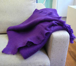 woolen throw violet2